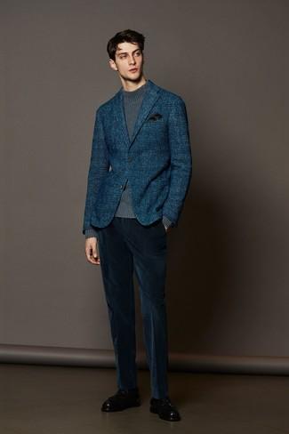 Модный лук: темно-синий шерстяной пиджак в шотландскую клетку, серая вязаная водолазка, темно-синие вельветовые классические брюки, черные кожаные лоферы с кисточками