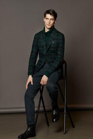 Модный лук: темно-зеленый шерстяной пиджак в шотландскую клетку, темно-зеленая водолазка, темно-синие классические брюки, черные кожаные классические ботинки