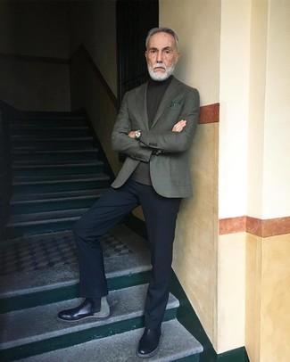 Как и с чем носить: оливковый пиджак, оливковая водолазка, черные классические брюки, черные кожаные ботинки челси