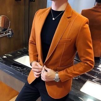 Серебряные часы: с чем носить и как сочетать мужчине: Для выходного дня в компании друзей идеально подойдет сочетание оранжевого замшевого пиджака и серебряных часов.