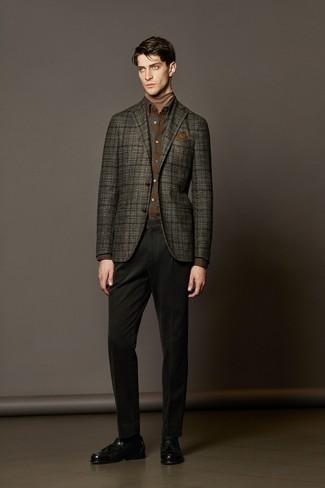 Как и с чем носить: темно-серый шерстяной пиджак в шотландскую клетку, светло-коричневая водолазка, коричневая фланелевая рубашка с длинным рукавом в шотландскую клетку, черные брюки чинос