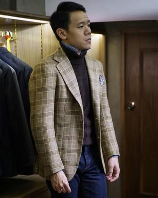 Как и с чем носить: светло-коричневый пиджак в шотландскую клетку, темно-коричневая водолазка, голубая рубашка с длинным рукавом из шамбре, темно-синие джинсы