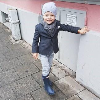 Как и с чем носить: темно-серый пиджак, серые джинсы, темно-синие резиновые сапоги, серая шапка