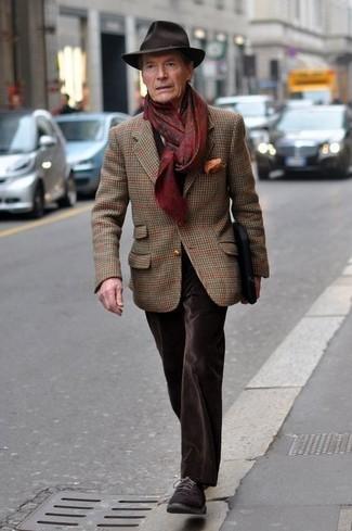 Как и с чем носить: коричневый шерстяной пиджак в шотландскую клетку, темно-коричневые бархатные джинсы, темно-коричневые замшевые туфли дерби, темно-коричневая шерстяная шляпа