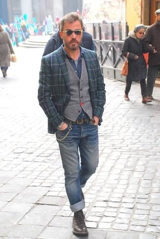 Как и с чем носить: темно-сине-зеленый пиджак в шотландскую клетку, серый шерстяной жилет, синяя джинсовая рубашка, серая футболка с круглым вырезом