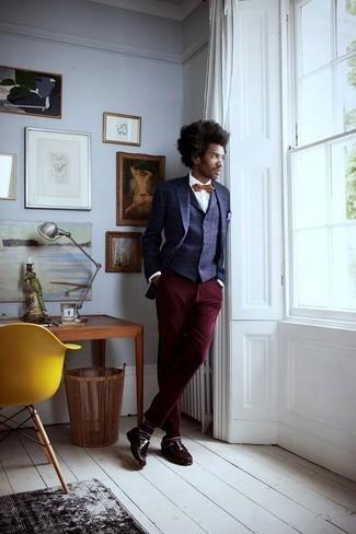 Как и с чем носить: темно-синий пиджак в клетку, темно-синий жилет в клетку, белая классическая рубашка, темно-красные брюки чинос