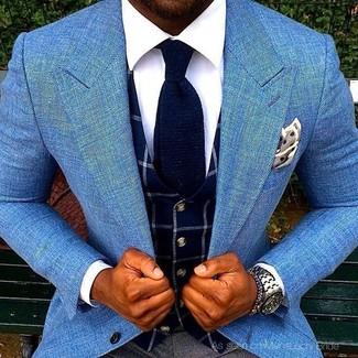 Как и с чем носить: голубой пиджак, темно-синий жилет в клетку, белая классическая рубашка, темно-серые классические брюки
