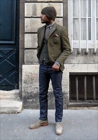 Как и с чем носить: оливковый шерстяной пиджак, серый шерстяной жилет, темно-сине-белая классическая рубашка в мелкую клетку, темно-синие джинсы