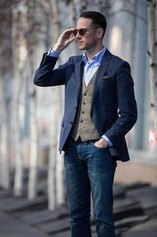 Как и с чем носить: темно-синий пиджак в клетку, коричневый шерстяной жилет, голубая классическая рубашка из шамбре, темно-синие джинсы