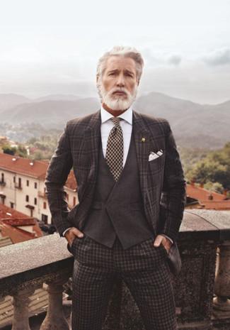 Как и с чем носить: темно-коричневый пиджак в шотландскую клетку, темно-коричневый жилет, белая классическая рубашка, темно-коричневые классические брюки в клетку