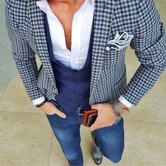 Модный лук: синий пиджак в клетку, темно-синий жилет, белая классическая рубашка, синие зауженные джинсы