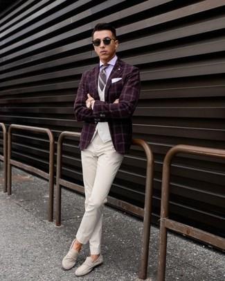 Как и с чем носить: темно-красный пиджак в клетку, белый жилет, светло-фиолетовая классическая рубашка, белые классические брюки