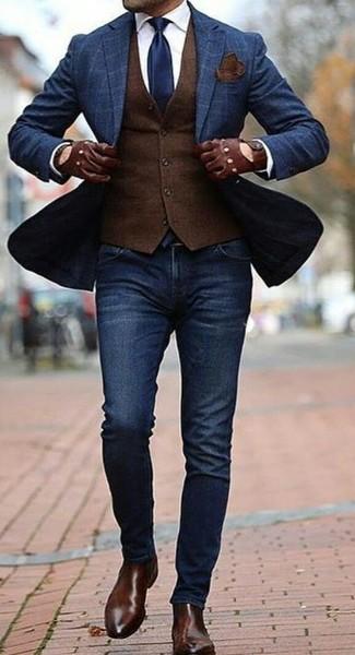 Как и с чем носить: темно-синий пиджак в клетку, темно-коричневый шерстяной жилет, белая классическая рубашка, темно-синие зауженные джинсы