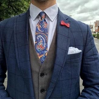 """Как и с чем носить: темно-синий пиджак в клетку, оливковый жилет, белая классическая рубашка, темно-синий галстук с """"огурцами"""""""