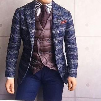 Как и с чем носить: темно-синий шерстяной пиджак в шотландскую клетку, темно-коричневый стеганый жилет, бело-черная классическая рубашка в вертикальную полоску, темно-синие брюки чинос