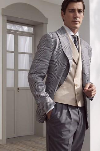 Как и с чем носить: серый пиджак в шотландскую клетку, бежевый жилет, белая классическая рубашка, серые классические брюки