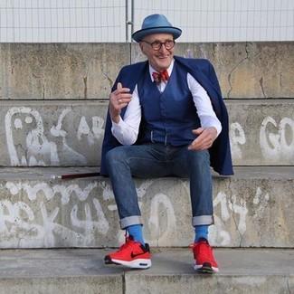 Как и с чем носить: темно-синий пиджак, темно-синий жилет, белая классическая рубашка, темно-синие джинсы