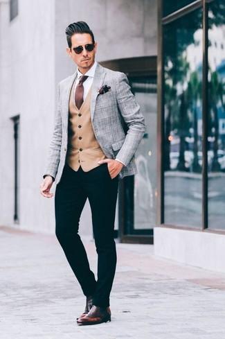 Как и с чем носить: серый пиджак в шотландскую клетку, светло-коричневый жилет, белая классическая рубашка, черные брюки чинос