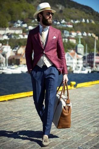 Как и с чем носить: темно-красный пиджак, бежевый жилет, белая классическая рубашка, темно-синие классические брюки в клетку