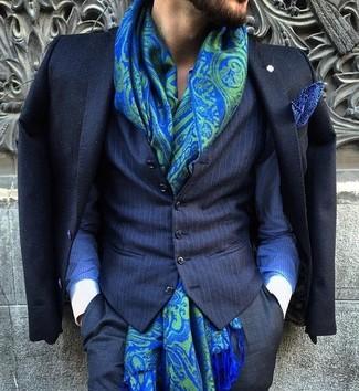 Как и с чем носить: черный пиджак, темно-синий жилет в вертикальную полоску, синяя классическая рубашка в вертикальную полоску, черные классические брюки