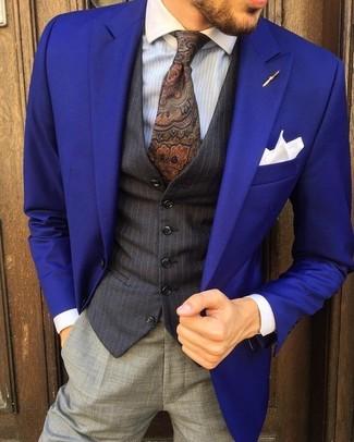 Как и с чем носить: фиолетовый пиджак, черный жилет в вертикальную полоску, голубая классическая рубашка в вертикальную полоску, серые классические брюки
