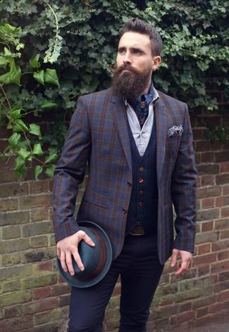 Как и с чем носить: темно-синий шерстяной пиджак в шотландскую клетку, темно-синий жилет, белая классическая рубашка, черные брюки чинос