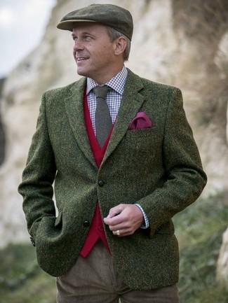 """Как и с чем носить: оливковый шерстяной пиджак с узором """"в ёлочку"""", красный шерстяной жилет, бело-красно-синяя классическая рубашка в мелкую клетку, коричневые вельветовые брюки чинос"""