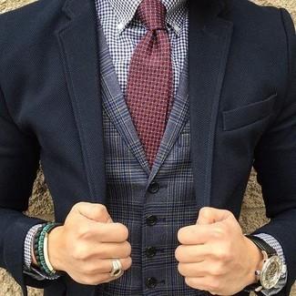 Как и с чем носить: черный пиджак, темно-синий жилет в шотландскую клетку, бело-темно-синяя классическая рубашка в мелкую клетку, темно-красный галстук с принтом