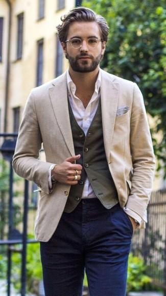 Как и с чем носить: бежевый пиджак, темно-серый жилет, светло-фиолетовая классическая рубашка, темно-синие брюки чинос