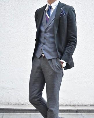 Как и с чем носить: темно-серый пиджак, серый жилет в шотландскую клетку, белая классическая рубашка, серые классические брюки в шотландскую клетку