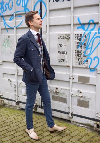 Как и с чем носить: темно-синий шерстяной пиджак, серый шерстяной жилет в шотландскую клетку, белая классическая рубашка, темно-синие брюки чинос