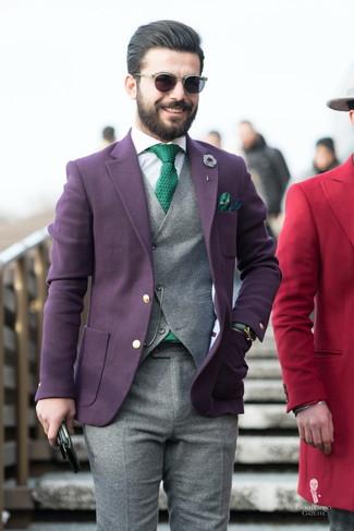 Как и с чем носить: темно-пурпурный шерстяной пиджак, серый шерстяной жилет, белая классическая рубашка в вертикальную полоску, серые шерстяные классические брюки