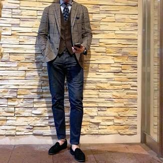 Как и с чем носить: коричневый пиджак в клетку, темно-коричневый жилет, голубая классическая рубашка в вертикальную полоску, темно-синие джинсы