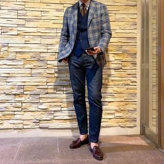 Как и с чем носить: темно-синий пиджак в шотландскую клетку, темно-синий жилет, белая классическая рубашка, темно-синие джинсы