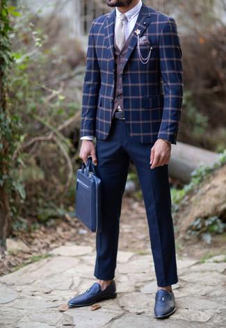 Как и с чем носить: темно-синий пиджак в клетку, коричневый жилет, белая классическая рубашка, темно-синие классические брюки