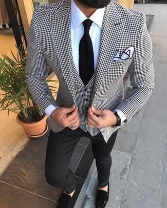 """Черный вязаный галстук: с чем носить и как сочетать мужчине: Для создания строгого мужского вечернего лука идеально подойдет бело-черный пиджак с узором """"гусиные лапки"""" и черный вязаный галстук. Что до обуви, можно завершить ансамбль черными замшевыми монками с двумя ремешками."""