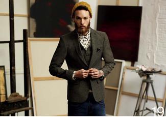 Коллеги оценят твое чувство стиля, если ты придешь на работу в темно-сером шерстяном пиджаке и темно-синих джинсах.