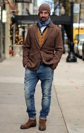 Как и с чем носить: коричневый шерстяной пиджак в шотландскую клетку, горчичный шерстяной жилет, черная рубашка с длинным рукавом в клетку, белая футболка с круглым вырезом