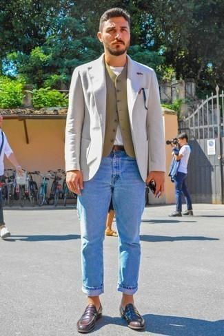 Темно-коричневый кожаный ремень: с чем носить и как сочетать мужчине: Если ты ценишь комфорт и практичность, бежевый шерстяной пиджак и темно-коричневый кожаный ремень — превосходный вариант для расслабленного мужского образа на каждый день. Опасаешься выглядеть неаккуратно? Дополни этот ансамбль темно-красными кожаными лоферами.