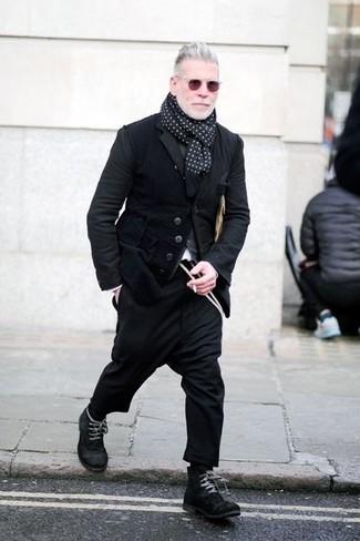 Как и с чем носить: черный вельветовый пиджак, серый кардиган, черные шерстяные брюки чинос, черные замшевые повседневные ботинки