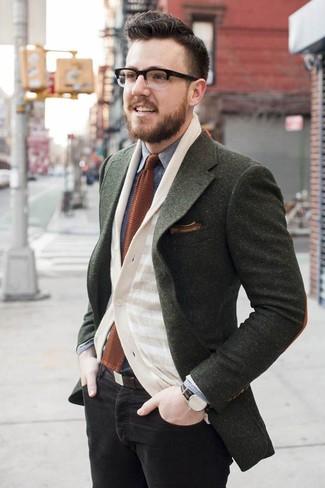 Как и с чем носить: оливковый шерстяной пиджак, бежевый кардиган в горизонтальную полоску, серая джинсовая рубашка, черные зауженные джинсы