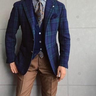 Как и с чем носить: темно-сине-зеленый пиджак в шотландскую клетку, темно-синий кардиган, бело-черная классическая рубашка в вертикальную полоску, коричневые классические брюки