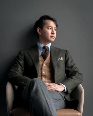 Как и с чем носить: темно-зеленый шерстяной пиджак, светло-коричневый кардиган, голубая классическая рубашка в вертикальную полоску, темно-серые шерстяные классические брюки