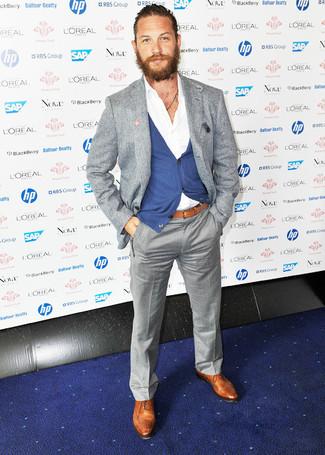 Как и с чем носить: серый шерстяной пиджак, синий кардиган, белая рубашка с длинным рукавом, серые классические брюки