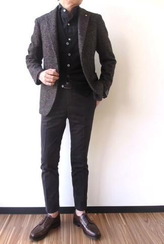 Как и с чем носить: темно-коричневый шерстяной пиджак, черный кардиган, темно-серая рубашка с длинным рукавом в клетку, темно-коричневые классические брюки