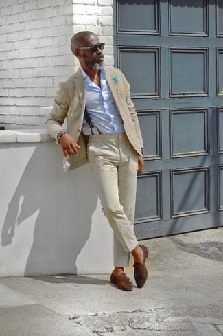 Как и с чем носить: бежевый пиджак, голубая классическая рубашка, бежевые брюки чинос, темно-коричневые замшевые монки с двумя ремешками