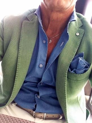 Как и с чем носить: зеленый пиджак, синяя классическая рубашка, бежевые брюки чинос, синий нагрудный платок