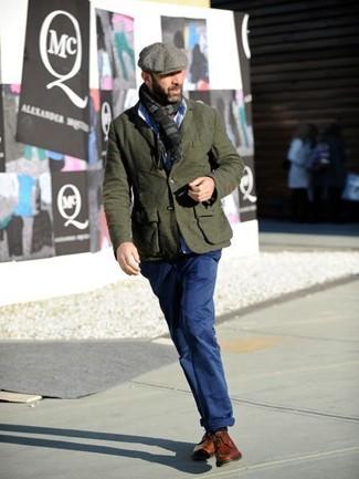 Как и с чем носить: оливковый шерстяной пиджак, голубая классическая рубашка, темно-синие брюки чинос, табачные кожаные туфли дерби