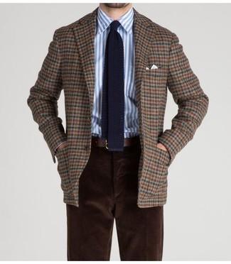 Как и с чем носить: коричневый шерстяной пиджак в клетку, бело-синяя классическая рубашка в вертикальную полоску, темно-коричневые вельветовые брюки чинос, темно-синий вязаный галстук