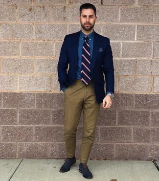 Как и с чем носить: темно-синий пиджак, синяя классическая рубашка из шамбре, оливковые брюки чинос, темно-синие кожаные оксфорды